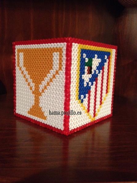 b8fdba3b941cf Portalápices del Atlético de Madrid con detalle del escudo y la Copa de la  Liga  ya que por fin tiene las dos